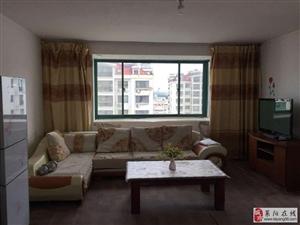 飞龙花园3室2厅2卫1600元/月