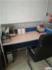 办公桌两个,老板椅两个