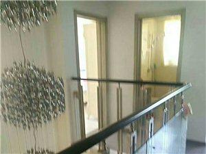 福华里精装修别墅,带100多平的大院