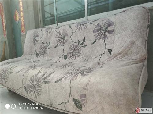 8成新沙發可展開為單人床低價出售