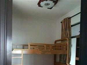 陆邦荣华园4室2厅2卫2600元/月