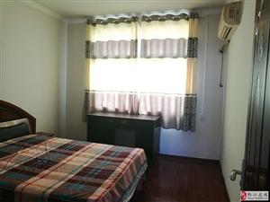 小广场附近中装3室1厅套房出租,拎包入住!