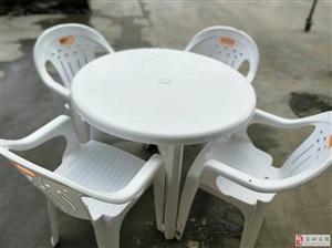 处理9成新塑料桌椅