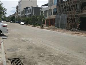 昌隆小区8X15米地基,两面临街,手续齐全。