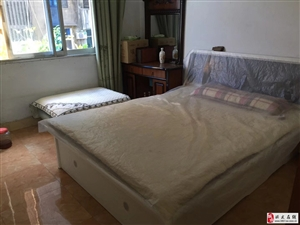 博都广场3室2厅2卫1600元/月