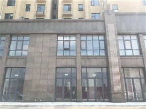新区实验学校对面的商铺已经交房,现在租赁免一年房租