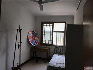 距离二实小仅200米,低层小三室,仅此一套,