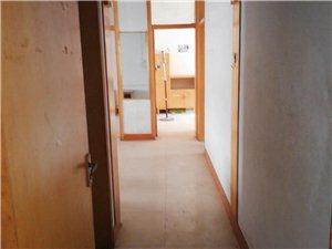 新华书店西3室1厅1卫32万元