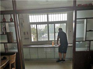 平章府电梯4楼140平精装1500元/月