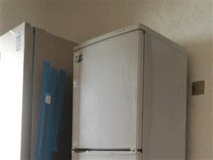 上下两开门美菱238升冰箱,