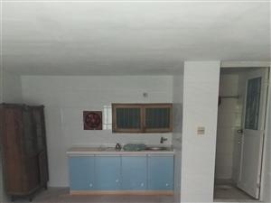 有院子车库改房1室1厅1卫,适合老人住6,8万元