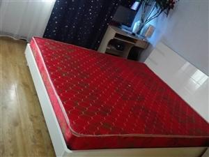 处理全新白色实木床一个,超低价