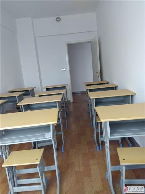 低价出售老板办公桌椅及培训课桌椅