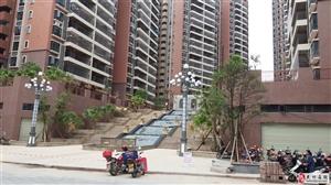 骏景花园138平米四房高层电梯毛坯售86万包过户