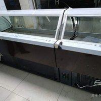 九成新凉菜展示柜两台,,弧面玻璃带除雾功能
