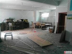 北关村三层带院自建房对外出售,价格面议,随时看房。