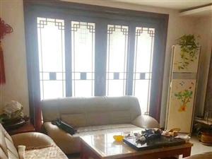 温馨佳苑三楼108平大户型实木装修客厅带窗带小房