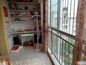 滨河阳光三期精装3室2厅2卫赠送大阳台,65万元