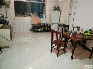 金域华府北邻焦庄集资楼3室2厅2卫1500元/月
