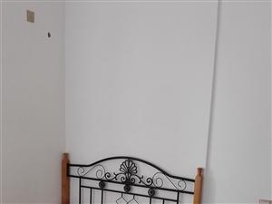佳华小区3室2厅精装家电家具齐全1600元/月