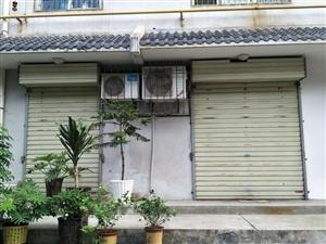 临潼东秀岭家园有一套大门临街的房屋,现房主急售