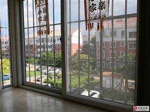 春港花园二楼两室大通厅落地窗,客厅吧开间5米5.