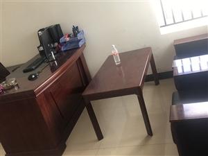 九成新办公家具全套低价出售,用时不到一年,预购从速