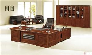 一套沙发,两个单人,一个长沙发,办公桌,老板椅