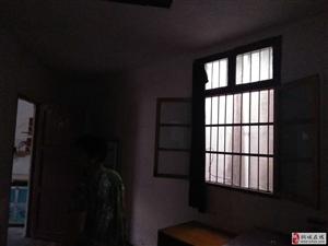 二中附近2室1厅1卫700元/月