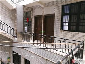 金新路店面带2楼空房出租4室1500元/月