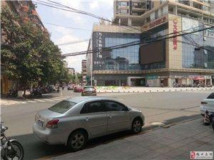 梅江区临街三叉路口店铺 近学校购物广场 人流量大