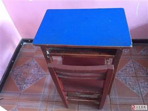 二手木制�n桌�D�