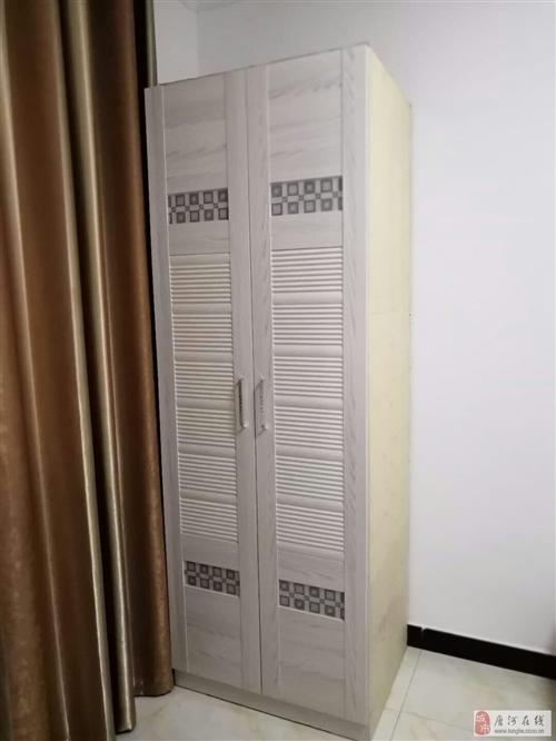 白色簡約衣柜、電腦桌書桌(帶書架)各一件 150元/件