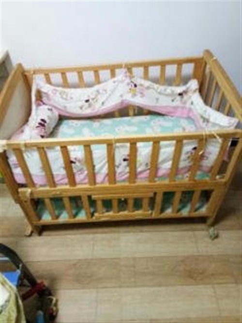 婴儿床 九成新