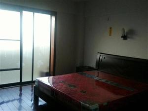 安华附近电梯房4室2厅2卫1750元/月