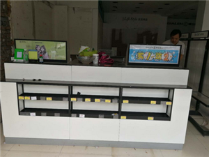 出售高档吧台一个功能含电脑桌,收银台,精品货架