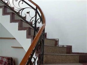 跃层带大花园工字街4室2厅2卫36.8万元