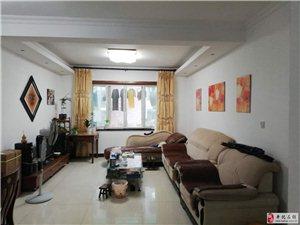 南湖花园4室2厅2卫179万元