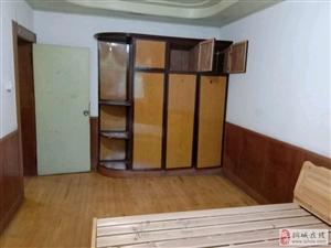 和平小区3室1厅1卫周围环境很好,精装,家电齐全