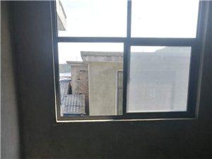 山城半山附近新房有三室两厅新房出售(带暖气天然气)