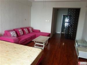 泰华公寓1室1厅1卫1600元/月