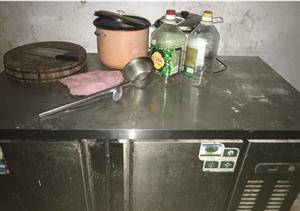 饭店用品,消毒柜,操作台冰箱,桌椅四套