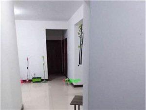 龙翔国际3房拎包入住2400元/月