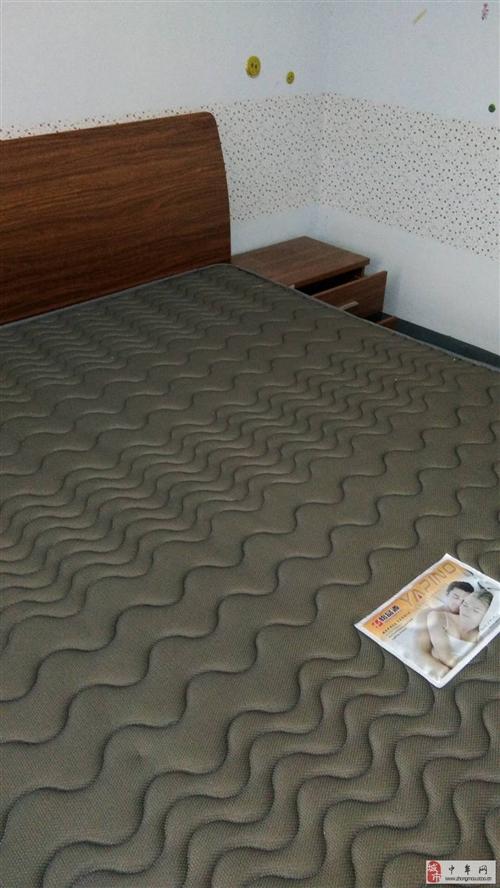出售9.9成新大床一個