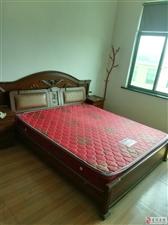 出售9成新1.8米双人床(含床垫)