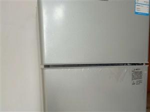 95成新新飞小冰箱+九阳电饭煲+美的电磁炉转让