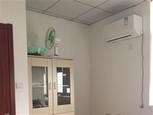 小面积创业者办公室25平方简装,交通便利,办公家具齐全