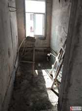 世昌广场步梯顶楼毛坯3室2厅2卫29.8万元