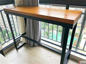 低价转让实木小吧桌,附带两张实木吧椅,品质极佳!