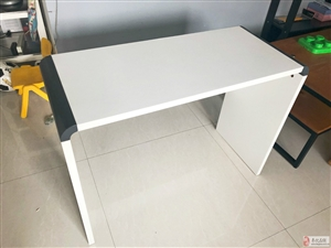 8成新桌子,欧的家居买的,很有份量!